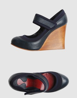 CHLOE' Women - Footwear - Wedge CHLOE' on YOOX :  wedge leather detail velcro closure heels