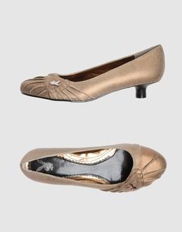 Vintage Inspired Kitten Heels