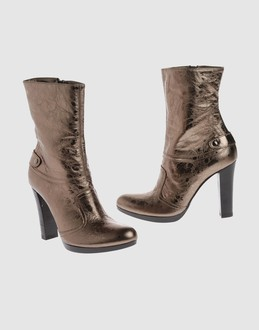 Vic matie' Women - Footwear - Ankle boots Vic matie' on YOOX :  rubber sole heels vic matie matie