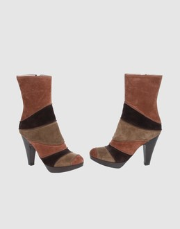 L' autre chose Women - Footwear - Ankle boots L' autre chose on YOOX :  color-blocked vintage boots l autre chose